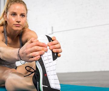Si mis músculos me duelen por ejercicios anteriores, ¿es seguro ejercitarlos?