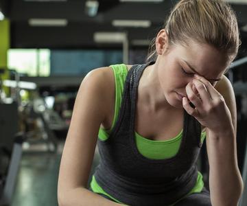 ¿Dolor de cabeza cuando entrenas? Te ayudamos a evitarlo:)